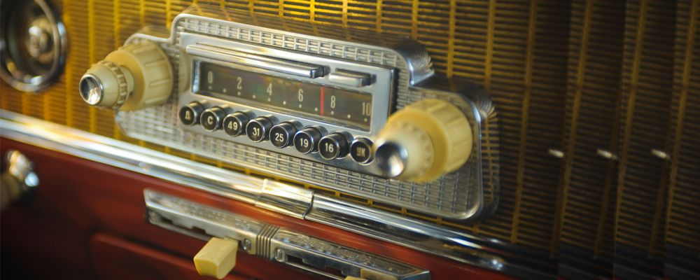 shutterstock 72992269 car radio 1950s